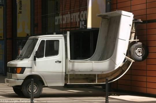 Chiếc xe cong