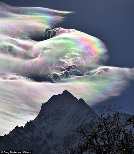 Đám mây ngũ sắc tuyệt đẹp