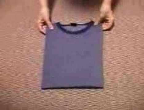 Mẹo vặt cuộc sống: Gấp áo thun cực nhanh