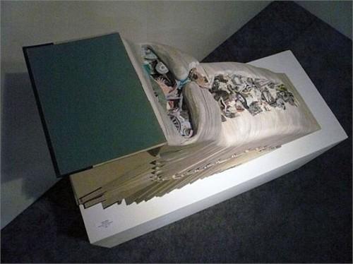 Độc đáo nghệ thuật cắt sách 3D Nhật Bản (7)