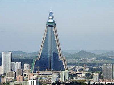 Ryugyong Hotel sẽ được mở cửa vào tháng tư năm tới sau 24 năm xây dựng.