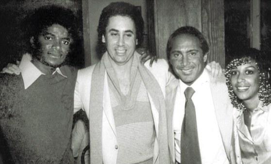 Michael cùng David Gest, Paul Anka và Dee Dee Jackson năm 1981