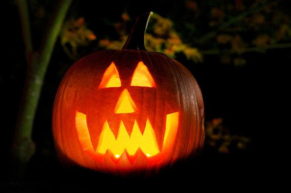 Đèn lồng bí ngô - biểu tượng Halloween