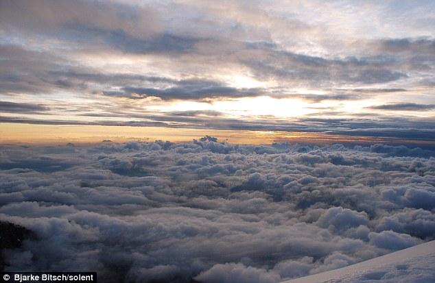 Cắm trại giữa những đám mây