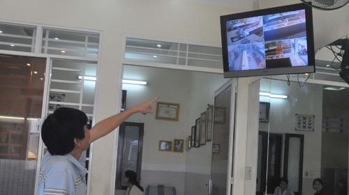 Sau vụ cướp tiệm vàng Tín Huy, nhiều tiệm vàng ở Quảng Ngãi đã tăng cường an ninh bằng cách thay mới toàn bộ hệ thống camera - Ảnh: Trà Minh