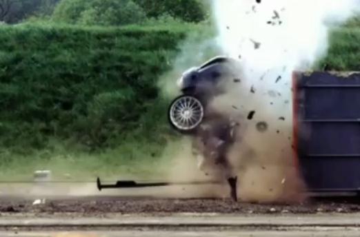 [Video] Xem Ford Focus lao vào ...tường ở tốc độ nhanh nhất thế giới