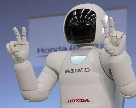Asimo có thể ra các tín hiệu bằng tay.