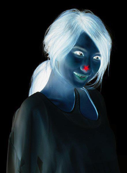 Bức ảnh cô gái xinh đẹp ma thuật