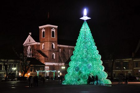 Cây thông Noel lớn nhất làm bằng chai nhựa