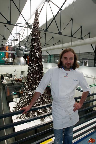 Cây thông Giáng sinh cao nhất bằng sô-cô-la