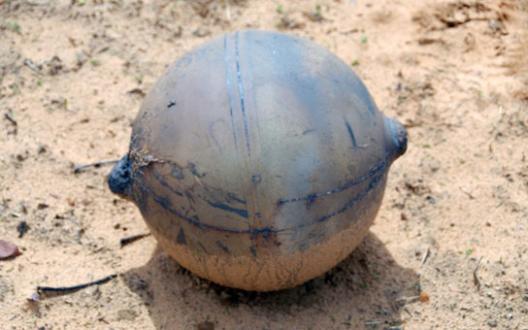 """Bí ẩn """"quả cầu vũ trụ"""" ở Namibia (4)"""