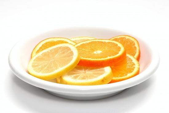 Chanh còn có thể giúp khử sạch dầu mỡ, rửa chén bát tốt hơn