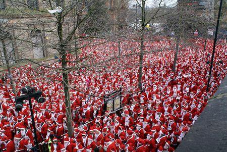 Cuộc tụ họp lớn nhất của các ông già Noel với 13.000 người tham gia