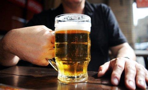 Uống bia nhiều không phải là nguyên nhân gây bụng bự