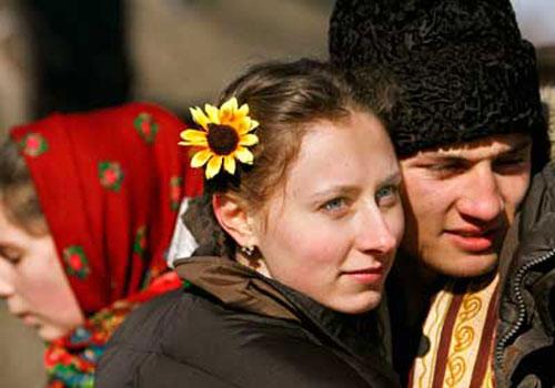 Ở Romania, người ta tổ chức lễ tình nhân vào ngày 24/2, được biết đến với tên gọi là Dragobete.