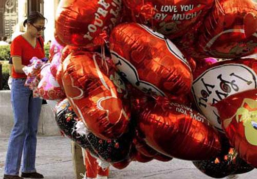 Ở Mexico, ngày 14/2 là ngày lễ dành cho tình yêu và tình bạn. Vào ngày này, người ta thường tặng nhau hoa, bóng bay, chocolate để thể hiện tình cảm của mình