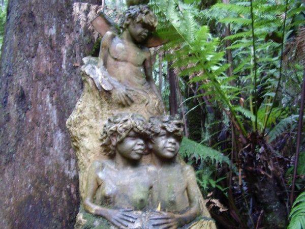 Những tác phẩm điêu khắc độc đáo trong rừng sâu