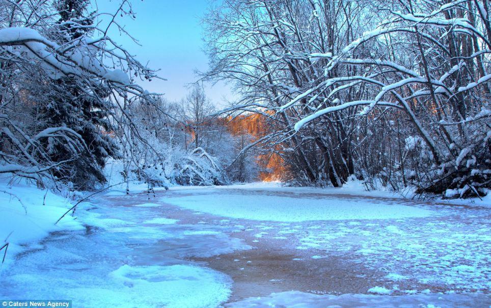Ảnh đẹp: Mê cung dưới lòng sông băng (3)