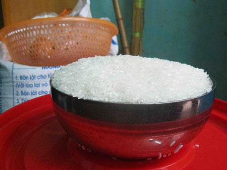 Số gạo được nghi là giả của một khách hàng tại Hà Nội | Meo phan biet gao gia | Gạo giả