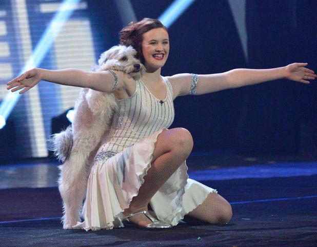 """Chú chó khiêu vũ cùng cô chủ tiếp tục gây """"sốt"""""""