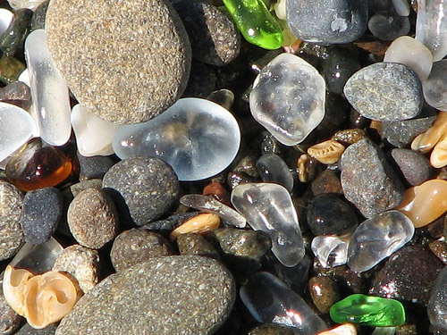 Bãi biển thủy tinh độc đáo có 1-0-2 | Glass Beach