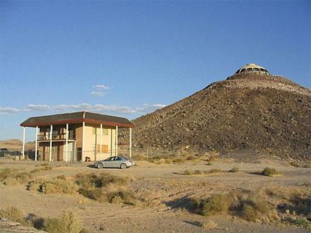 Ngắm ngôi nhà 16 tỷ trên miệng... núi lửa | Ngôi nhà lạ | Núi lửa (8)