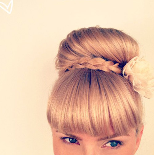 Kiểu tóc xinh xắn này có thể được sử dụng để tham dự party hoặc khi dạo phố cùng bè bạn
