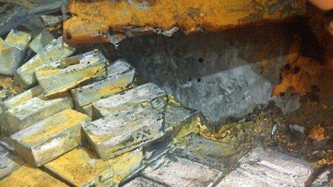 48 tấn với hơn 1 ngàn thỏi bạc đã được trục vớt từ đáy Đại Tây Dương.