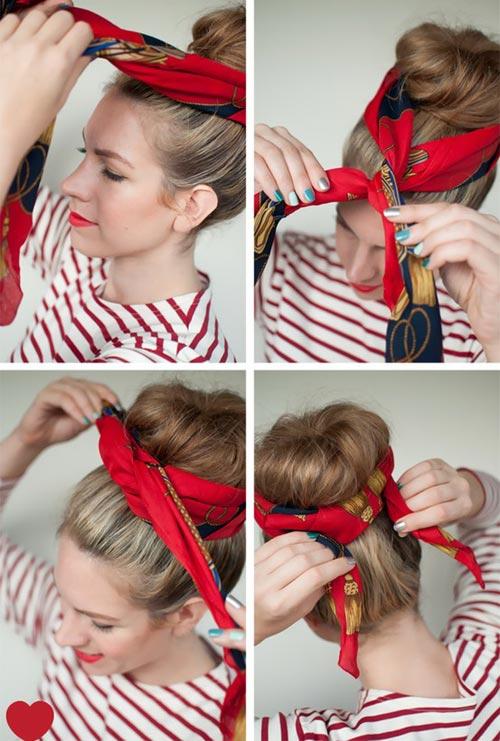 Sử dụng một chiếc khăn sặc sỡ quấn quanh búi tóc. Đầu tiên vắt chéo hai đầu khăn lại với nhau, sau đó vòng tiếp một vòng ra phía sau và thắt nút lại.