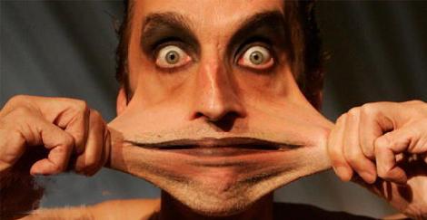 Người đàn ông có khả năng lấy da ở cằm...che miệng | Chuyện lạ (7)
