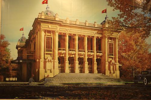 Nhà hát Lớn được tái hiện trong khung cảnh lãng mạn.