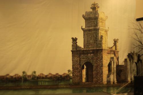 Tháp Hòa Phong bên cạnh hồ Hoàn Kiếm.