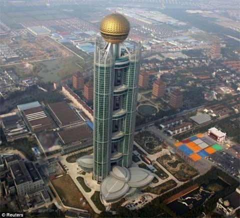 Tòa tháp chọc trời ở Huaxi cao hơn tháp Eiffel ở Pháp, tòa nhà Chrysler ở Mỹ