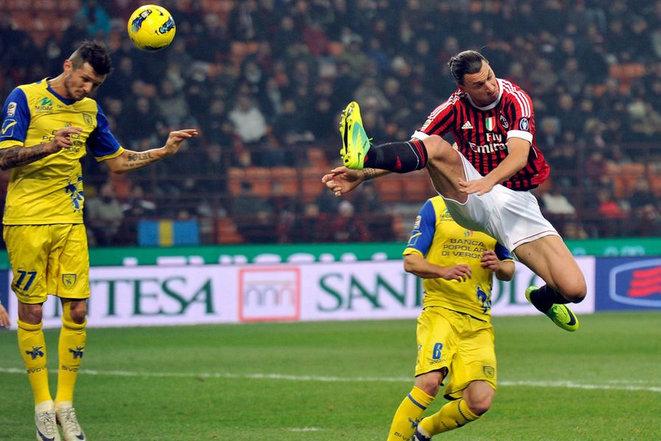 """Những pha """"kung-fu"""" mang thương hiệu của Ibrahimovic (1)"""