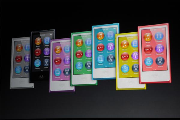 iPod nano gen 7 mỏng 5,4 mm, mỏng hơn 40% so với gen 6, mỏng 5,4mm và sở hữu màn hình cảm ứng rộng 2,5 inch hỗ trợ cảm ứng đa điểm. Thời lượng pin của máy cũng được cải thiện có thể nghe nhạc trong suốt 30 giờ.