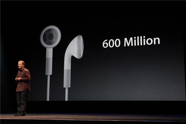 Tiếp theo là tai nghe mới cho iPhone, tính tới nay thì Apple đã bán được 600 triệu tai nghe.