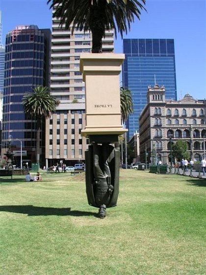 Những bức tượng kỳ dị nhất thế giới (11)