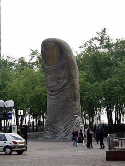 Những bức tượng kỳ dị nhất thế giới (9)