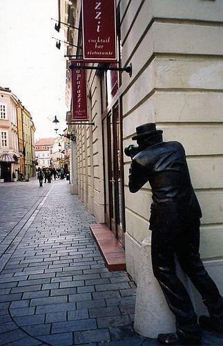 Những bức tượng kỳ dị nhất thế giới (4)