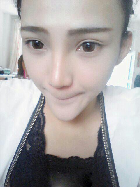 Thiếu nữ mặt giống người ngoài hành tinh | Chuyện lạ (5)