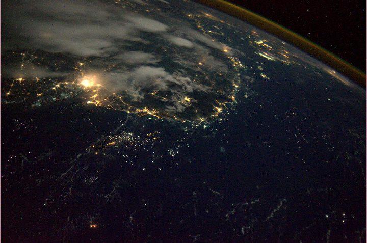 Tuyệt đẹp đất nước Việt Nam về đêm chụp từ vệ tinh