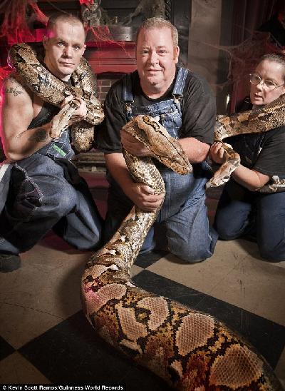 Chú rắn Medusa có chiều dài kỷ lục (2)