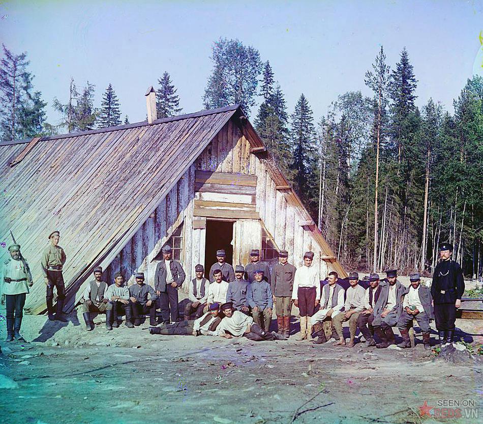 Các tù nhân chiến tranh người Áo tại một doanh trại gần Kiappeselga, 1915.