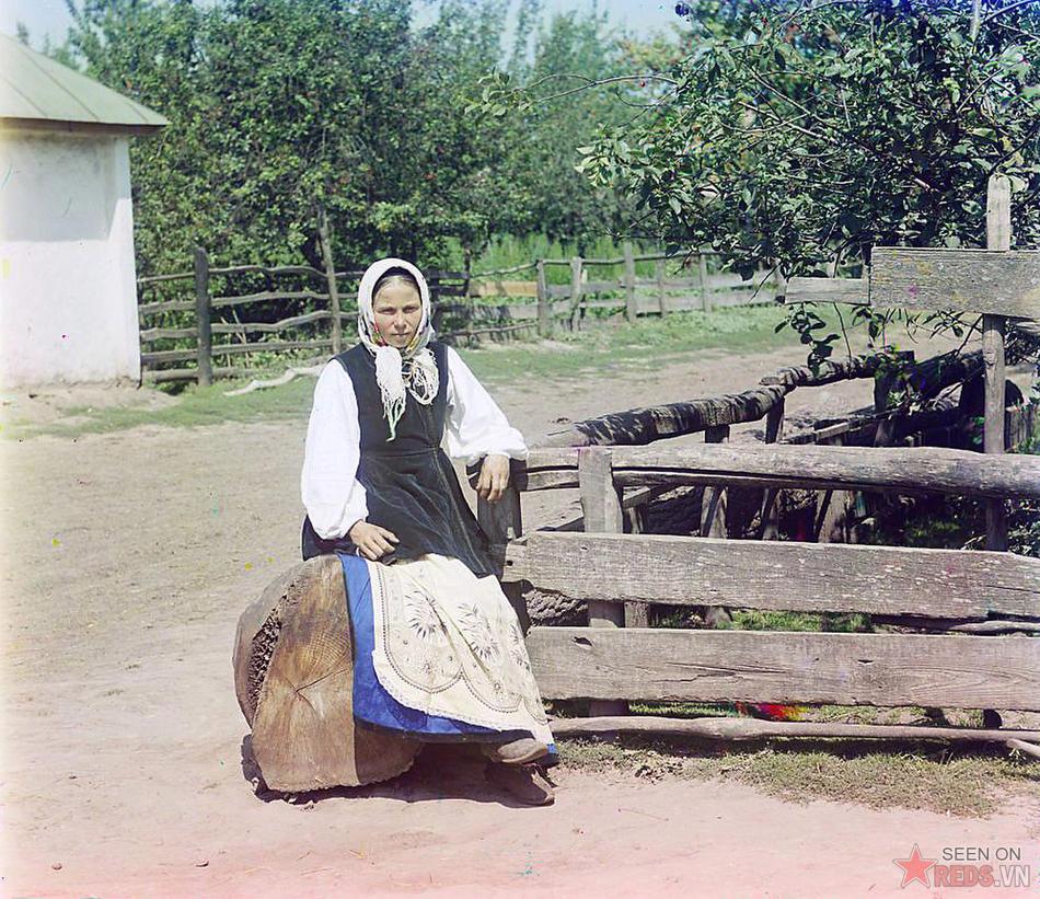Cô gái ở Tiểu Nga (Ukraine), khoảng năm 1905 – 1915.