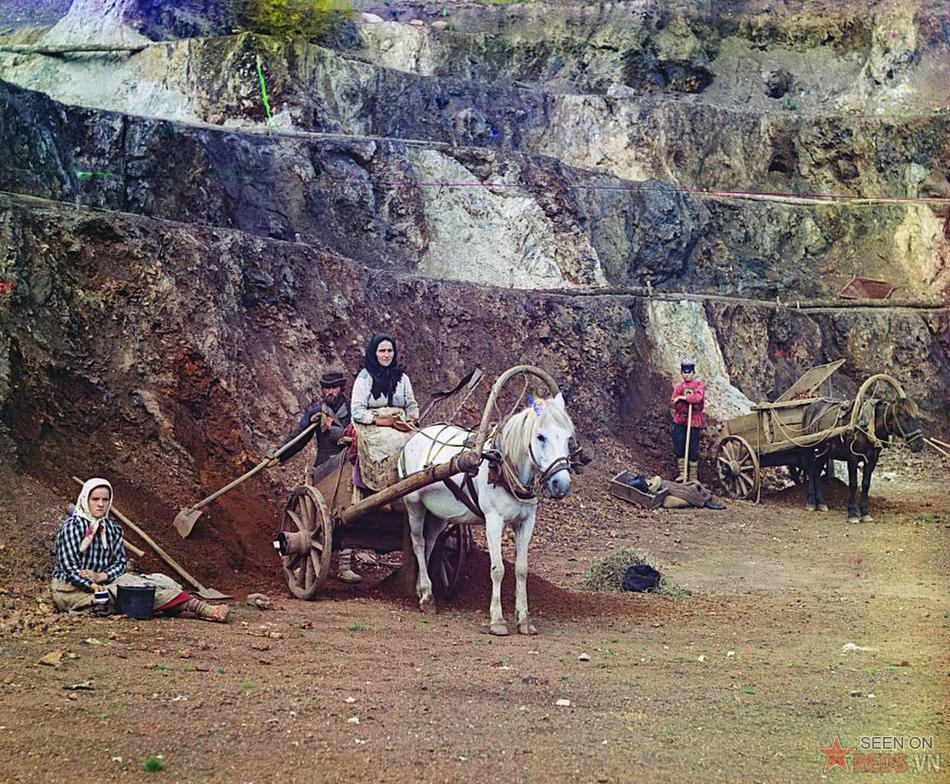 Những người công nhân ở mỏ quặng Bakalski, 1910.