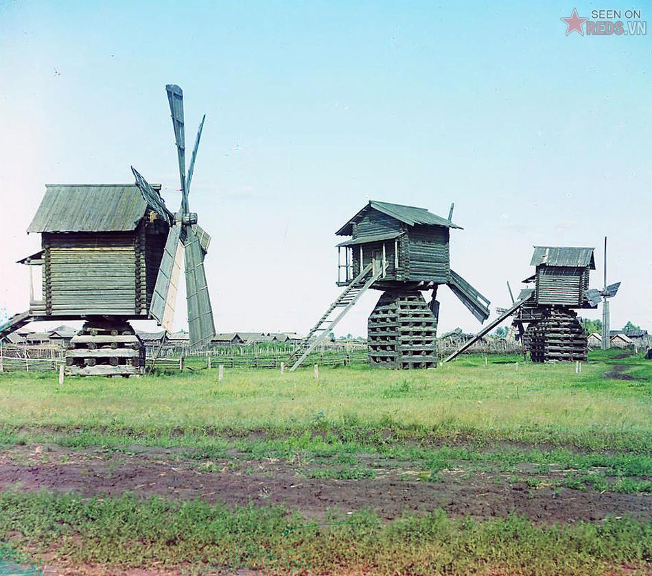 Những chiếc cối xay gió ở huyện Ialutorovsk, tỉnh Tobolsk, 1912.