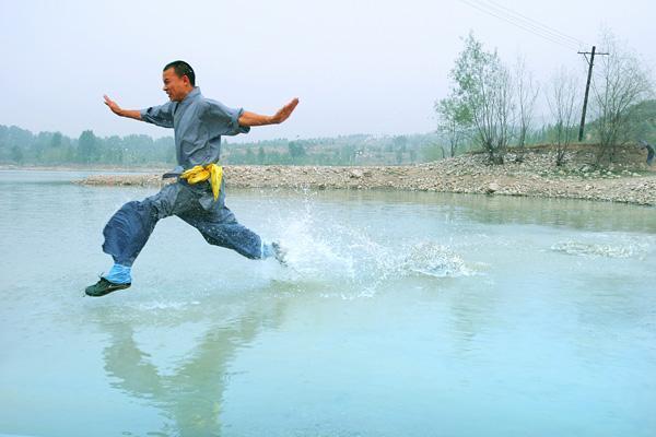 Tuyệt kỹ khinh công trên nước