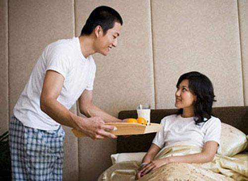 Anh chồng chị chỉ cần về muộn, không mua món ăn này, món ăn khác, không chịu trò chuyện tâm sự là chị chạnh lòng rồi ngồi khóc luôn! (ảnh minh họa)