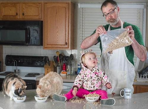 Nhìn chung, nội dung các bức ảnh khắc họa hình ảnh một ông bố cẩu thả, luộm thuộm, thiếu những kỹ năng sống căn bản và luôn để cho cô con gái nhỏ mắc vào những tình huống nguy hiểm.