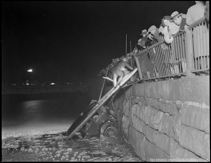 Xem ảnh ô tô cổ gặp...tai nạn (3)